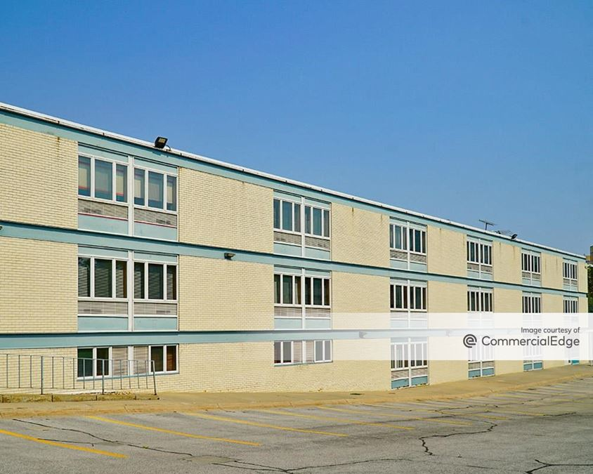 8511 West Dodge Road - North & West Wings