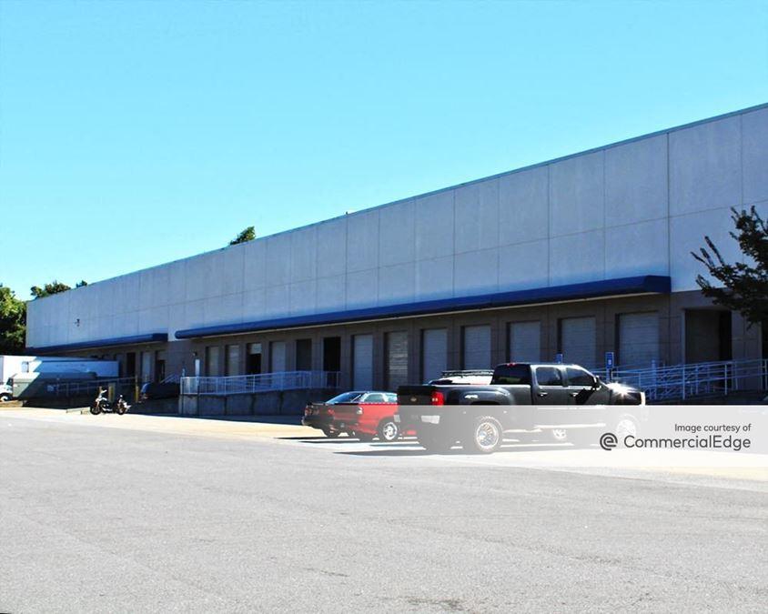Peachtree Industrial Center - 1300 Northbrook Pkwy